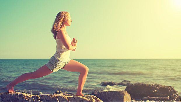 54 ejercicios de yoga para las mujeres simples que se pueden hacer en el hogar o en el trabajo