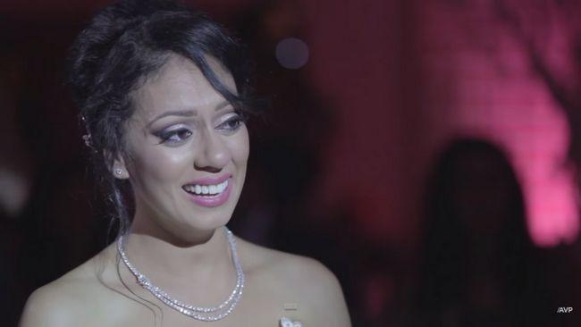 novio canadiense serenatas a su novia india con 'Tum hi ho'