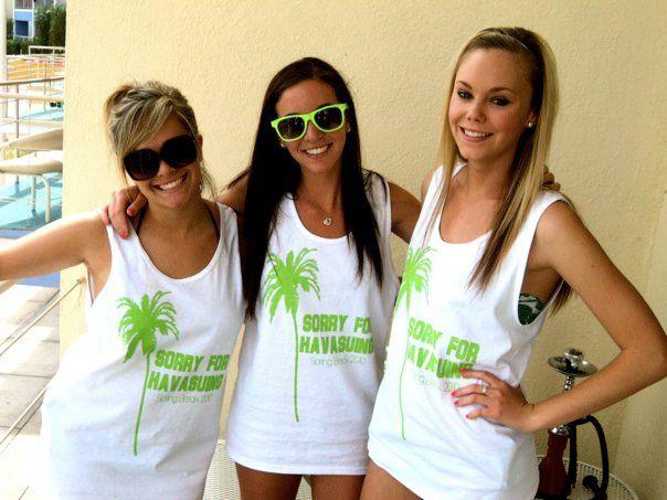 Convertir sus camisetas en las camisetas sin mangas de moda