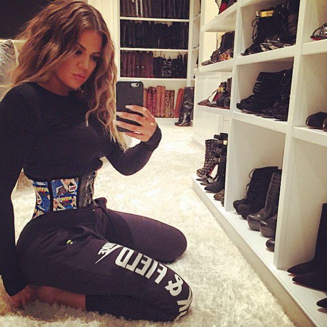 Khloe Kardashian muestra su tamaño entrenador.