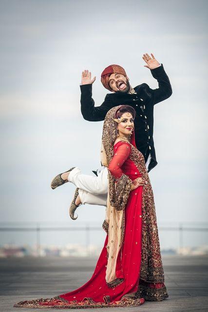 El novio de la mujer en la épica foto de la boda