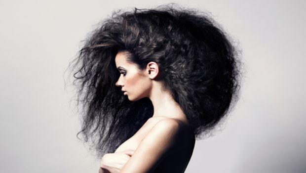 Cómo parar después de alisar el cabello muy rizado natural