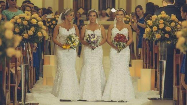 Hermanas trillizas idénticas atar el nudo en la ceremonia de la boda conjunta en Brasil