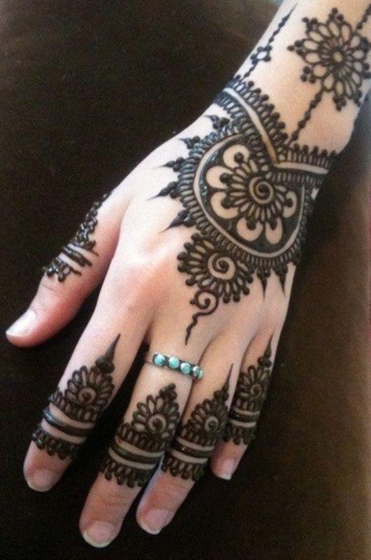 Henna diseño ligero pero rico