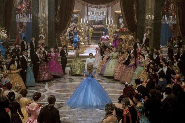 Dos de baile vestido de baile de Cenicienta debe entrenar la fuerza de
