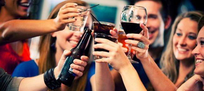 ¿Por qué la gente bebe alcohol?